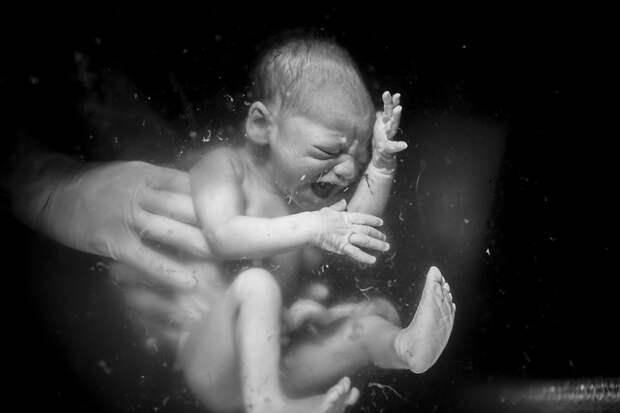 Агония и экстаз: 20 ошеломляющих кадров фотоконкурса о рождении ребенка Birth Becomes Her 2018