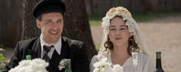 Актеры Артур Смольянинов и Аглая Тарасова сыграют влюбленных в детективе «Еврей»