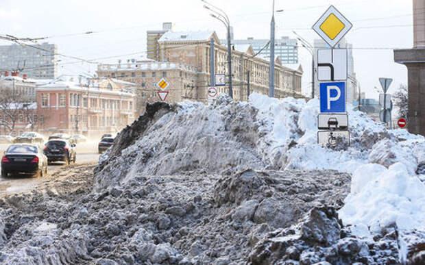 Снегопад века: почему в Москве не чистят платные парковки
