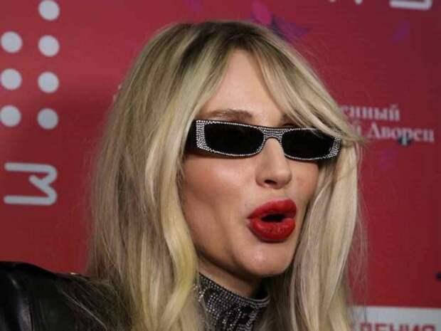 Светлана Лобода закатила истерику из-за гримерки на фестивале в Санкт-Петербурге