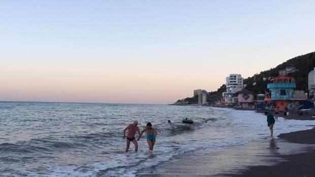 Туристам в Крыму предложили поселиться в железных контейнерах