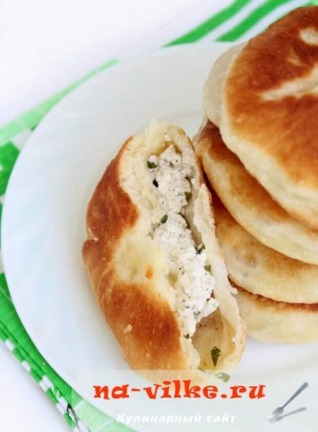 Пирожки из картофельного теста с соленым творогом и зеленью