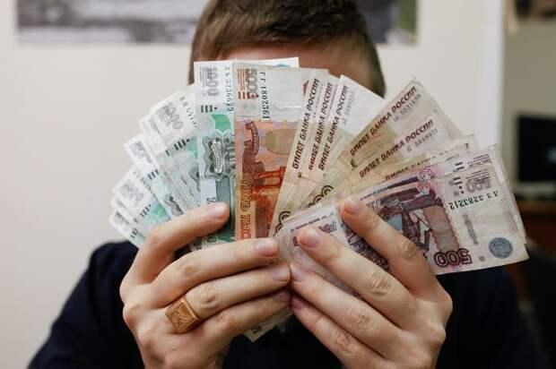 Названа дата выплаты десяти тысяч рублей костромским школьникам