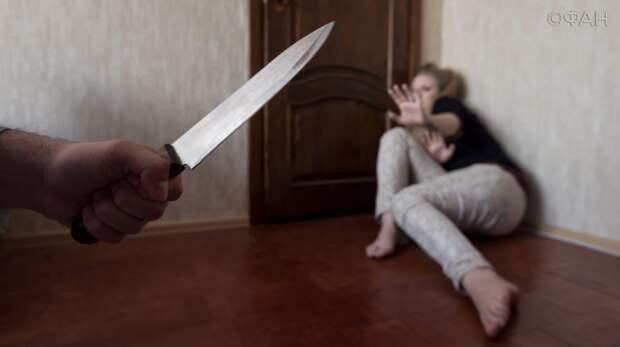 Из-за ссоры житель Урала изрезал жену и поджег дом с их годовалым ребенком
