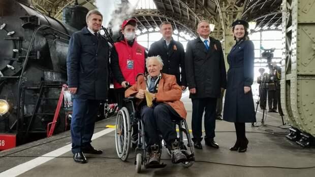 Парад паровозов провели в Петербурге в преддверии 76-летия Великой Победы