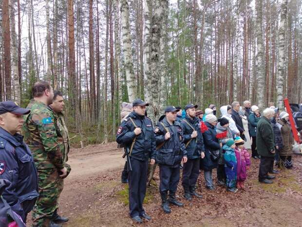 Останки красноармейца, найденные в Курской области, захоронили в Олонецком районе