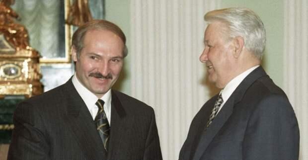 Лукашенко: россияне нас должны поддерживать и двигаться за нами