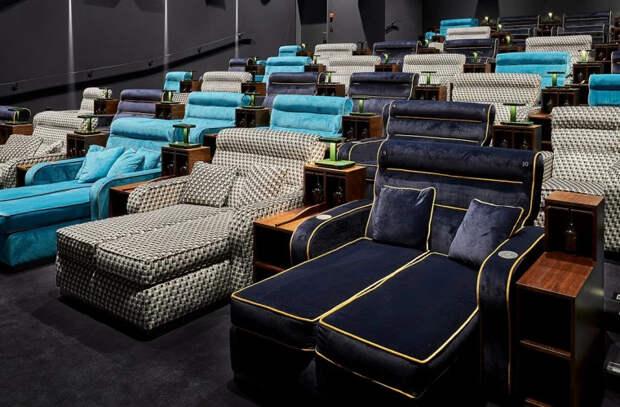 Тапочки и постельное белье: в кинотеатре Швейцарии можно прилечь