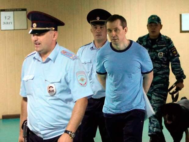 Осужденный на 13 лет Захарченко, невзирая на субтильное телосложение, получил статус особо опасного заключенного