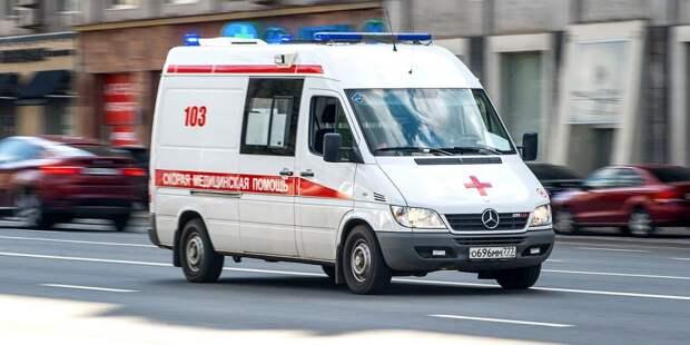 На улице Маршала Катукова автомобиль сбил пешехода, перебегавшего дорогу на красный свет