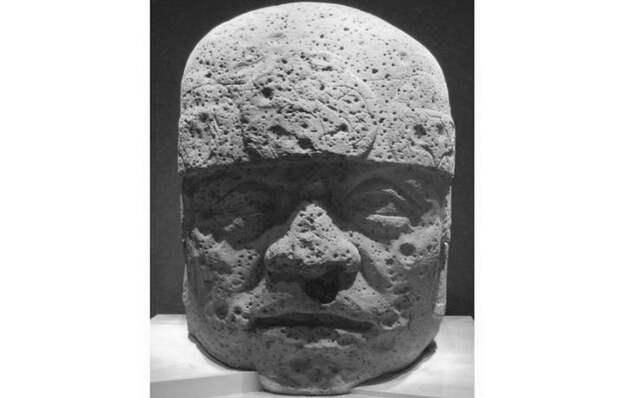 Голова № 2 из Сан-Лоренцо в Национальном музее антропологии в Мехико