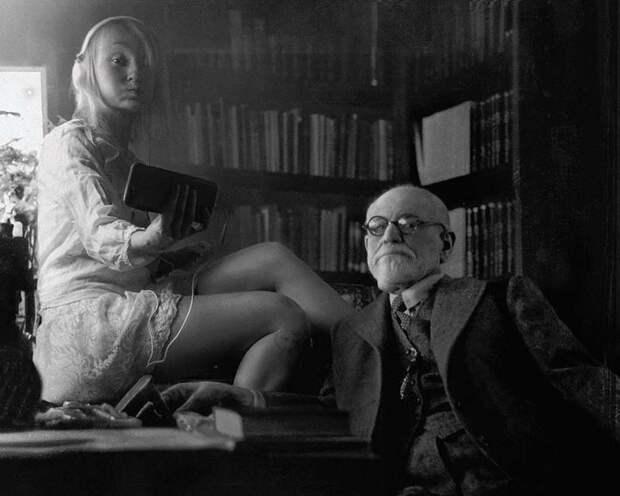 Венгерская фотохудожница Флора Борси иееселфи созвездами прошлого