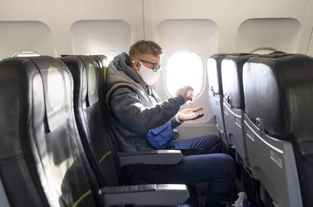 Ученые определили рассадку в самолете для снижения заражения COVID-19