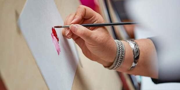 Более двух десятков столичных галерей приняли участие к подготовке стенда для ярмарки искусства Cosmoscow