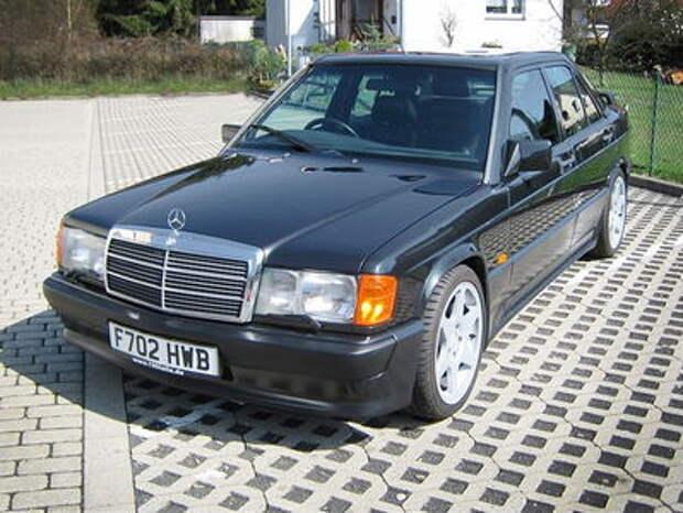 Легендарный 190E: старый седан Mercedes-Benz в коллекционном состоянии