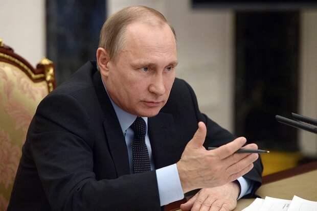 Путин поручил выплатить по 10 тысяч рублей школьникам-инвалидам старше 18 лет