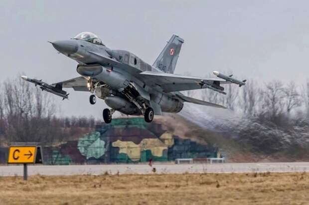 Авиабаза Кшесины, Польша. Источник изображения: https://crossingenres.com