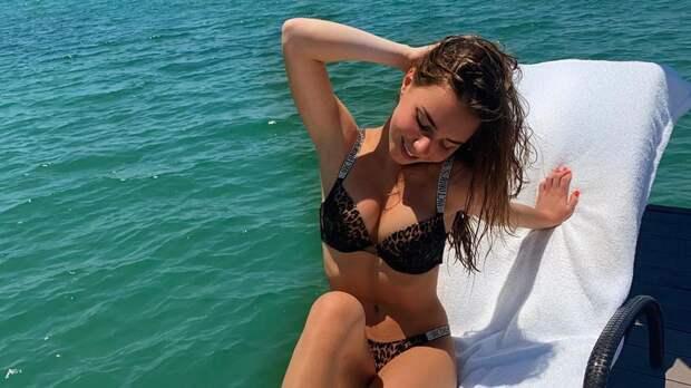 Подписчики оценили жаркое фото Нугумановой в купальнике: «Девушка-мечта. Как в такую не влюбиться?»