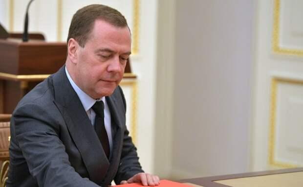 """Медведев сменил главу """"Автодора"""""""
