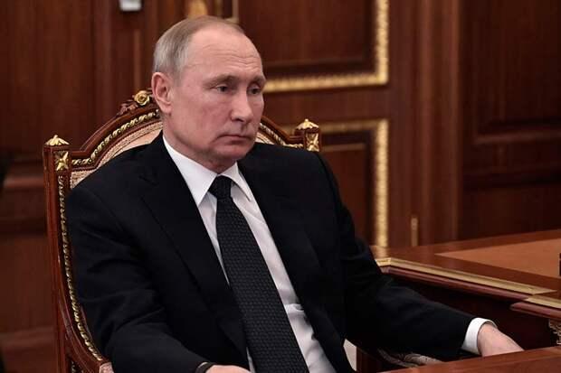 Путин сделал двусмысленное заявление, наши вакцины надежны, как автомат Калашникова, который отнимает жизнь