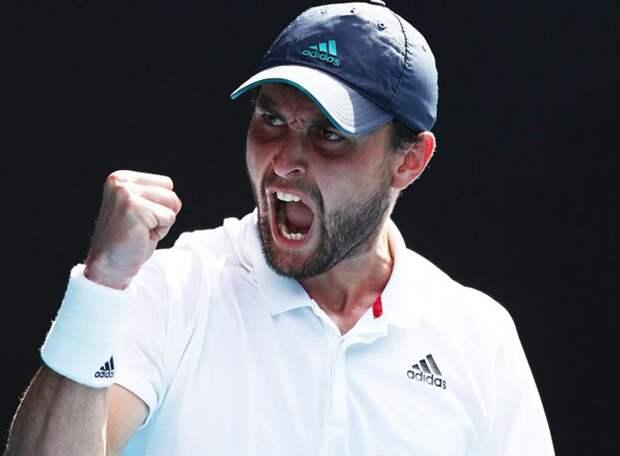 Мадридские страсти: Карацев одержал волевую победу над 9-й ракеткой мира, а Медведев – над коронавирусом