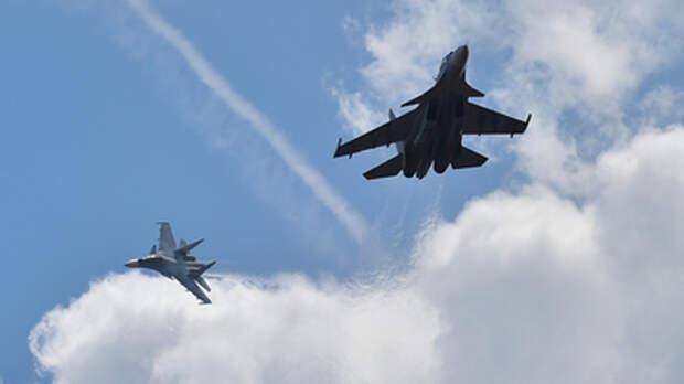 """""""Назойливого"""" шведа пришлось припугнуть Су-35С: Побег """"сопровождающего"""" Ту-160 попал на видео"""