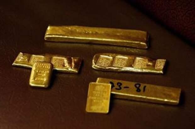 Золото дорожает на фоне отступления доллара от недельного пика