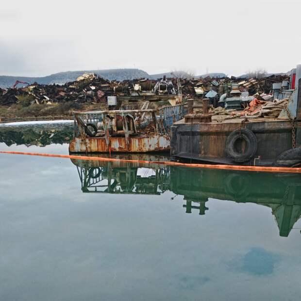 В бухте Севастополя разлили нефть. Подсчитывается ущерб