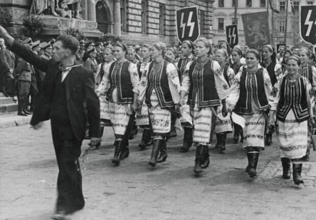 Парад СС во Львове. /Фото: cont.ws