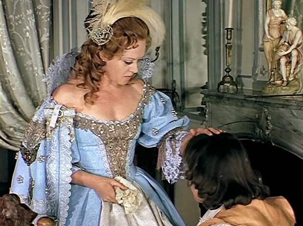 Анна Австрийская и голубое платье: за и против