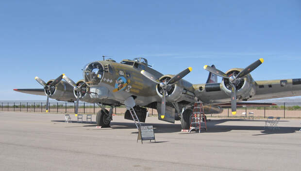 В США разбился бомбардировщик времен Второй мировой войны B-17