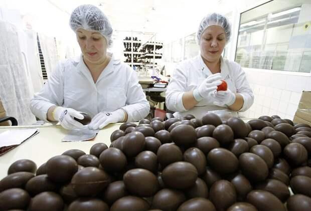 """9. Так производят шоколадные яйца на минской кондитерской фабрике """"Коммунарка"""" заводы, привычные продукты, производство, ферма"""