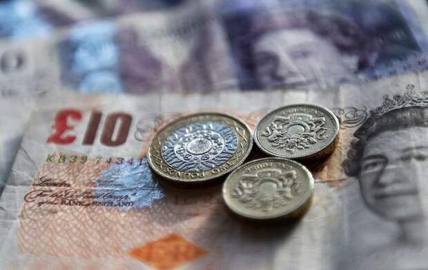 Британская валюта подешевела к доллару на фоне данных об инфляции