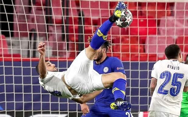 Самый красивый гол в Лиге чемпионов — 2020/21 забил нападающий «Порту»: видео