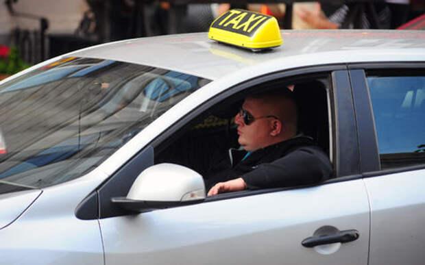 Чиновников Сургута пересадили на такси. Ради экономии бюджетных денег