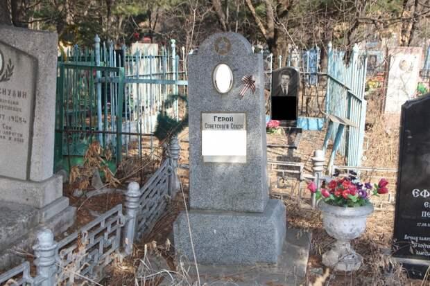 Какую боль мы испытали, увидев все это: родственники фронтовика посетили кладбище
