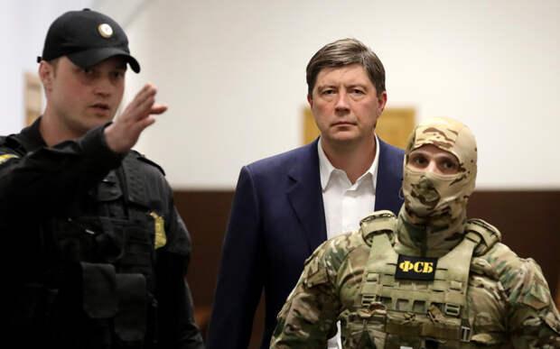 «Реабилитировал себя»: вкладчики «Югры» попросят суд смягчить меру пресечения Алексею Хотину