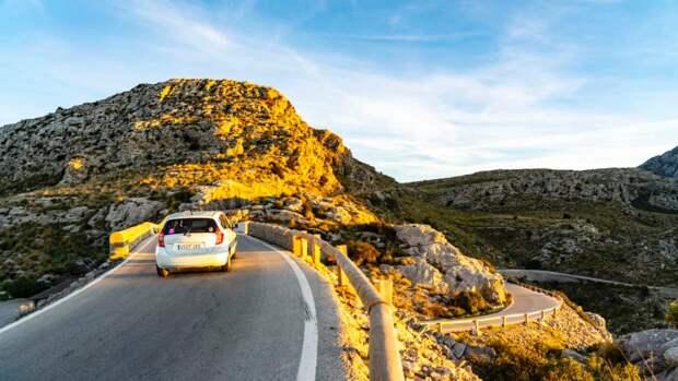 Более €100 в день: безумие цены на аренду автомобилей