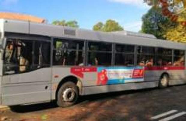 Городской автобус врезался в дерево в Риме