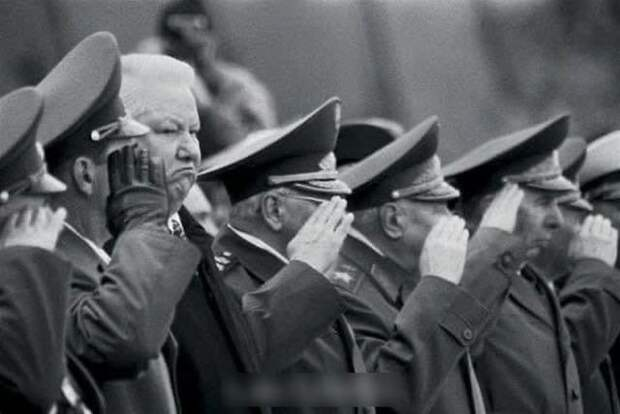 Борис Ельцин у Могилы неизвестного солдата в Москве, 1999