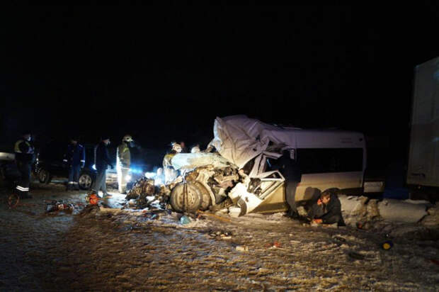 Жертвами ДТП с микроавтобусом под Самарой стали 10 человек
