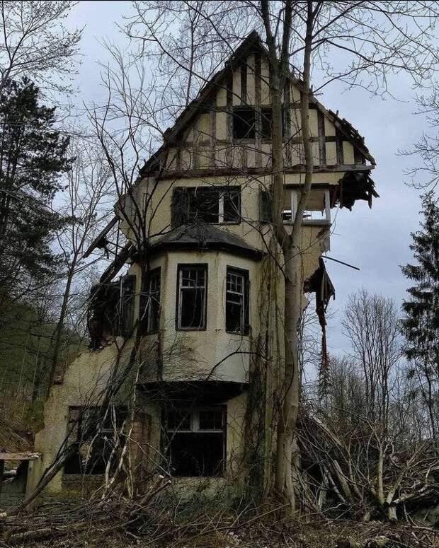 12 фото заброшенных мест: от обсерваторий до банковских хранилищ