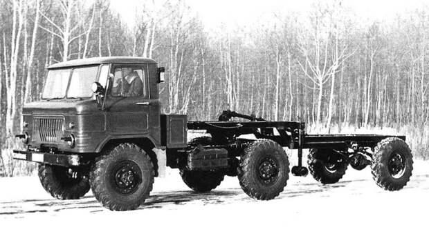 Опытный специальный тягач ГАЗ-66К с активным полуприцепом-шасси (из архива И. Падерина) авто, автопоезд