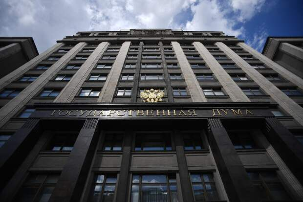 В Госдуме предложили раздавать россиянам по 10 тысяч рублей просто так