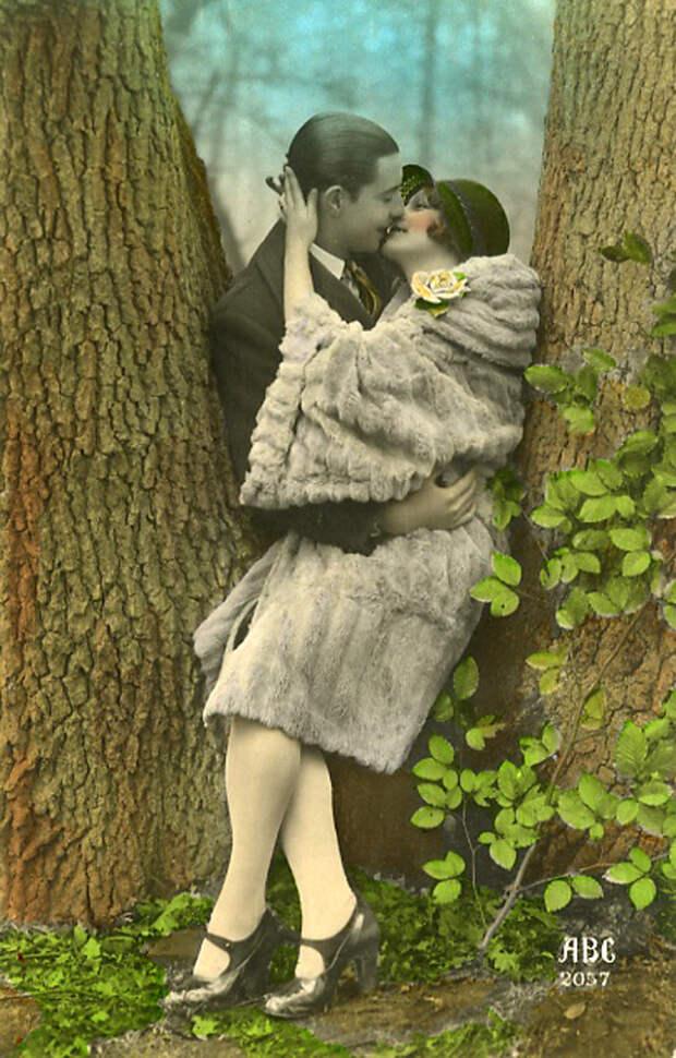 Французские открытки, в которых показано, как романтично целовались в 1920-е годы 13