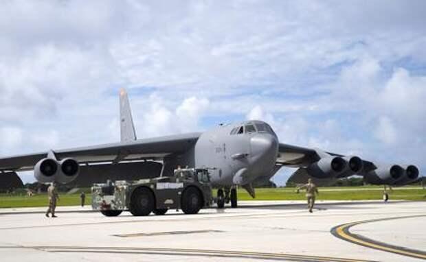 На фото: американский бомбардировщик B-52H