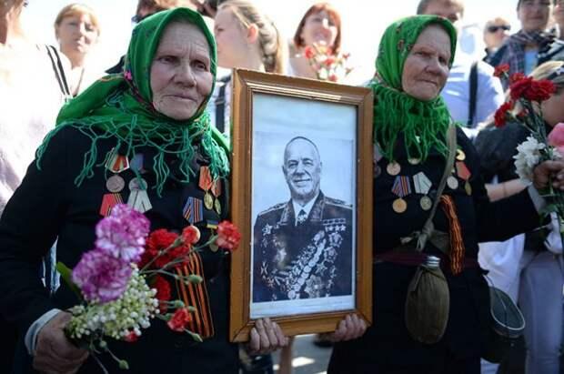 Политолог: Украина еще терпит, но уже устала бояться фашистов