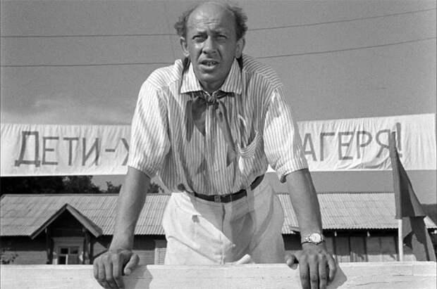 Евгений Евстигнеев в фильме «Добро пожаловать, или Посторонним вход воспрещён», 1974 год