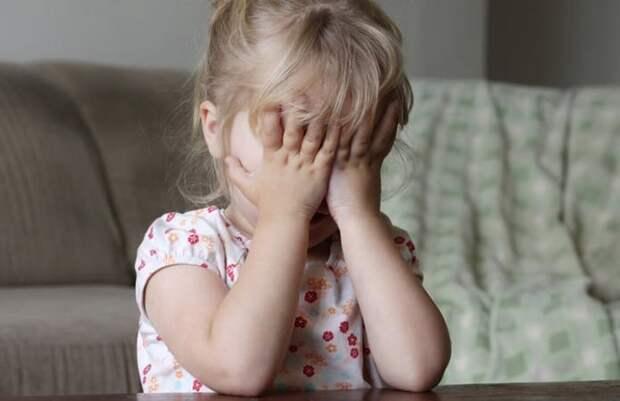 Отчим жестоко избил малолетних детей из-за «загулявшей в сауне» матери