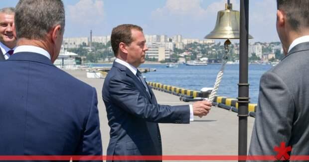 Медведев приедет в Севастополь на парад в День ВМФ и обсудить нацпроекты
